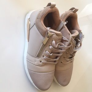 Aldo- stylish sneakers in very good condition